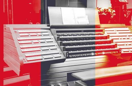 rot-graue Fotografie einer Pfeifenorgel