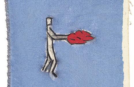 """Werk """"Man with fire on his hands"""" des Künstlers Leonilson: Es zeigt eine grob gezeichnete weiße Menschenfigur mit Flammen anstelle der Händer vor einem blauen Hintergrund"""