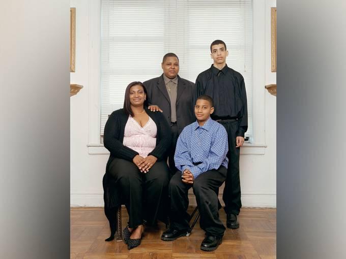 "Verena Jaekel, ""New York City, 15.04.2006"" aus der Serie ""Neue Familienportraits – New Family Portraits"" (Ausschnitt)"