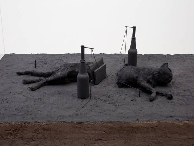"Manders Mark, ""Nocturnal Garden Scene"", 2005, 220,0 x 130,0 x 160,0 cm, Wood, glass, sand and various materials, Fotograf: Brian Forrest, Courtesy: Zeno X Gallery, Antwerp & Tanya Bonakdar Gallery, New York. S.M.A.K., Stedelijk Museum voor Actuele Kunst, Ghent"