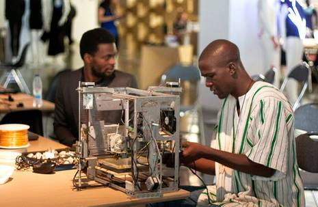LowHighTech. E-waste for 3DprintAfrica!