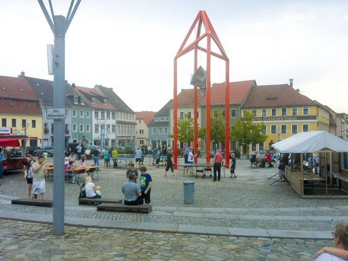 Tischtennis und Schach mit musikalischer Unterhaltung auf dem Marktplatz Bischofswerda, Foto: Britt Schlehahn