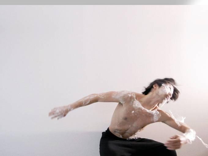 Mirai Moriyama, Upload a New Mind to the Body, 2016, Performance © Mirai Moriyama, Foto: Koushi Miura