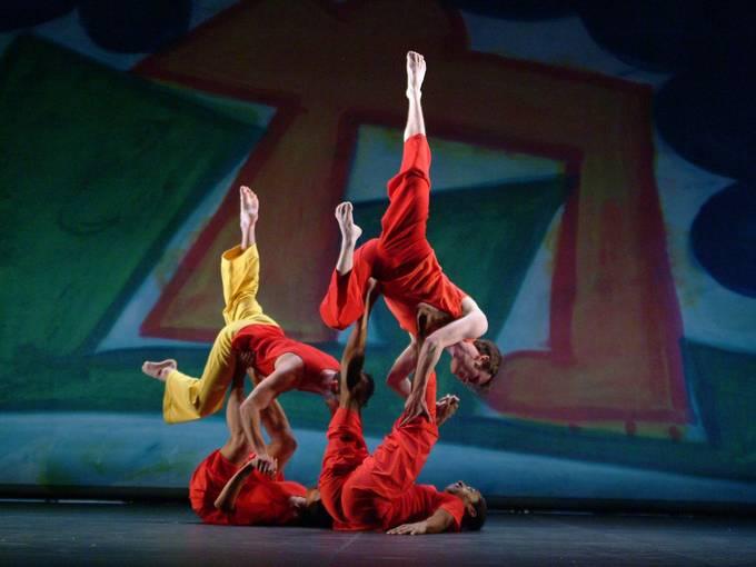Present Tense (2003) © Trisha Brown Dance Company