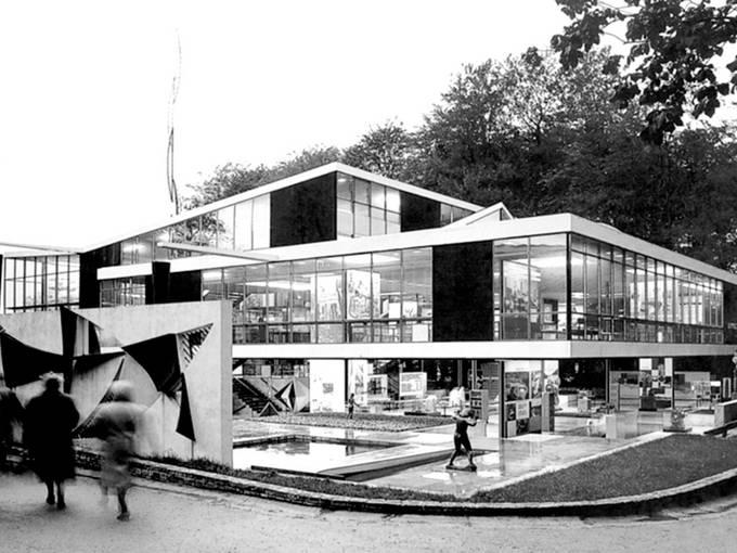 Exat 51, Jugoslawischer Pavillon EXPO Brüssel, 1958 (Aussenwandbild im Vordergrund von Aleksandar Srnec)