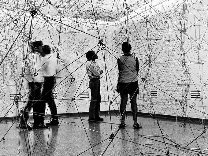 Gego, Reticulárea (ambientación) 1969, Museo de Bellas Artes, Caracas, Reticulárea-Ausstellung, Foto Paolo Gasparini / Archivo Fundación Gego, © Fundación Gego