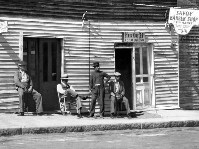 Walker Evans, Barber Shop, Southern Town, 1936